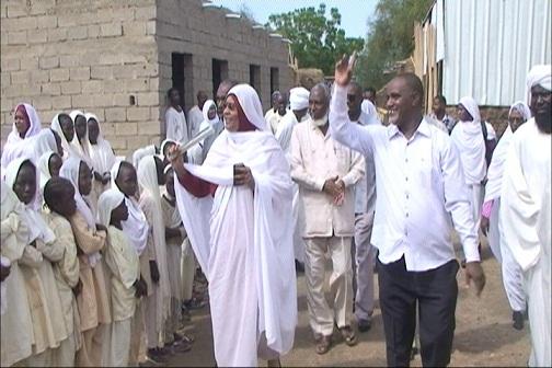 د. الطيب المامون مدير الادارة التعليمية بالمحلية برفقة الوزيرة