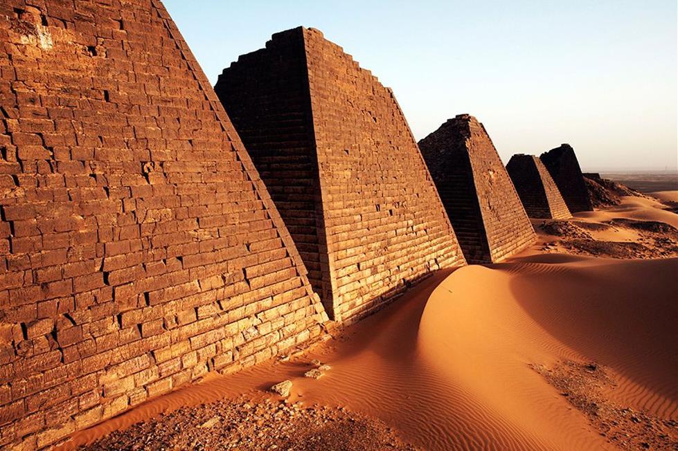 اهرامات مروى فى السودان ـ تصوير اندرو ماكونيل