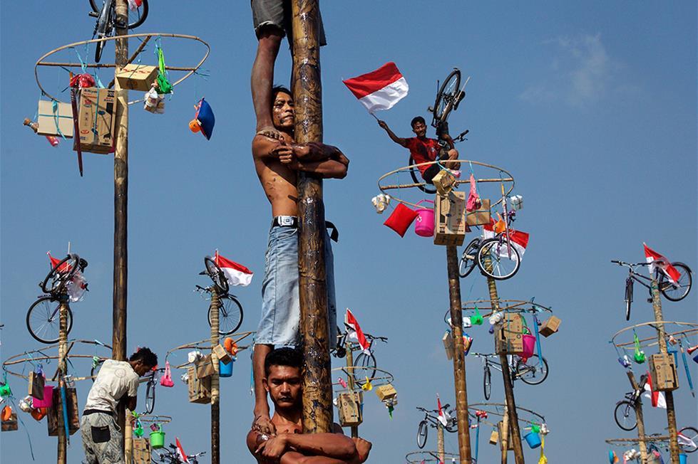 اندونيسيون يتابعون احتفالات الاستقلال جاكرتا ـ تصوير إد راى