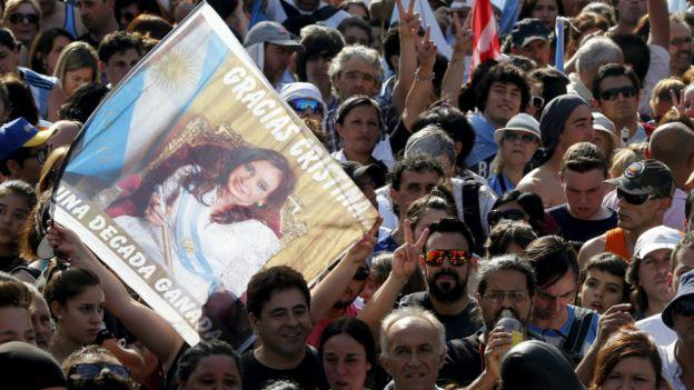 جماهير الأرجنتين تودع الرئيسة