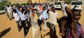 رويترز : مسلحون في ملابس مدنية يفتحون النار على طلاب السودان