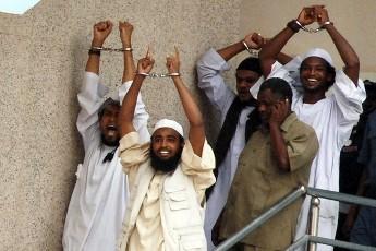 المدانون بإغتيال الدبلوماسي الأميركي جون غرانفيل بعد الحكم عليهم بالإعدام ـ الخرطوم 24 يونيو 2009