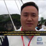 شاهد.. جسر الصين الزجاجي لا تحطمه مطارق الهدم