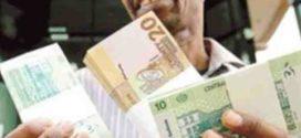 الدولار يواصل المشوار … و يصل إلى (17) جنيهاً
