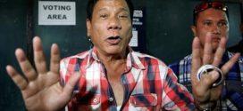 """رئيس الفلبين : سفير أمريكا في بلادنا """" مثلي و ابن عاهرة مقرف """" !"""
