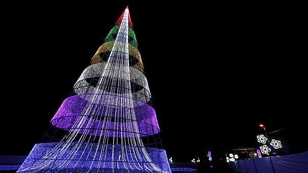 شجرة عيد الميلاد في حديقة سيمون بوليفار بالعاصمة الكولومبية بوغوتا.